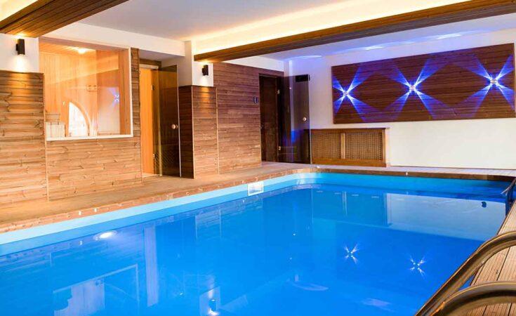 groot vakantiehuis met binnenzwembad