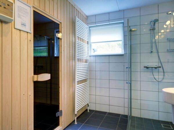 Landal Hoog Vaals 24L - 24 personen - Vaals - Limburg - badkamer met sauna