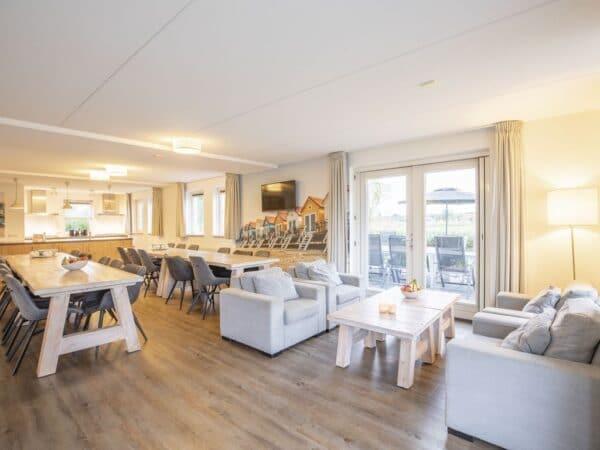 Landal Veluwemeer 22L - 22 personen - Biddinghuizen - Flevoland - woonkamer